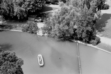 Buttes_Chaumont barque.jpg