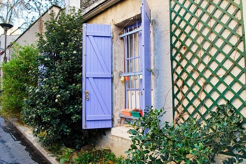 Audrey Villa de l'Ermitage volets bleus.jpg