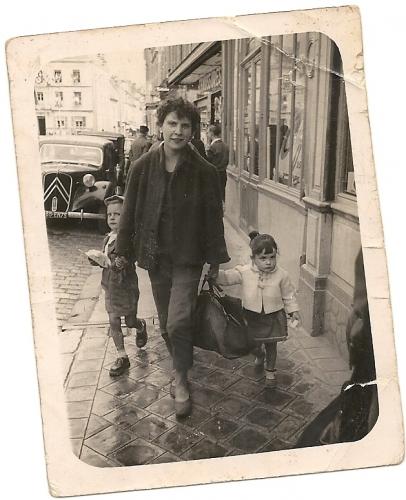 Maman Paris 1957.jpg